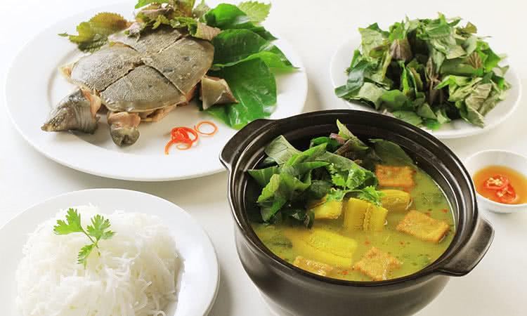 Baba nấu chuối, ăn với bún rất hợp.
