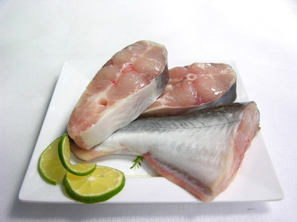 Cách kho cá - cắt cá thành từng khúc nhỏ vừa chế biến , cach kho ca ngon