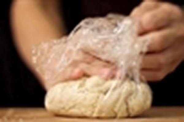 Cách làm vỏ bánh gối - bọc bánh gối vào túi nilong cho vào tủ lạnh ủ