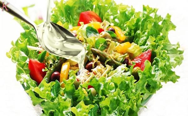 Sử dụng dầu dừa trộn salat giúp giảm cân - làm đẹp bằng dầu dừa