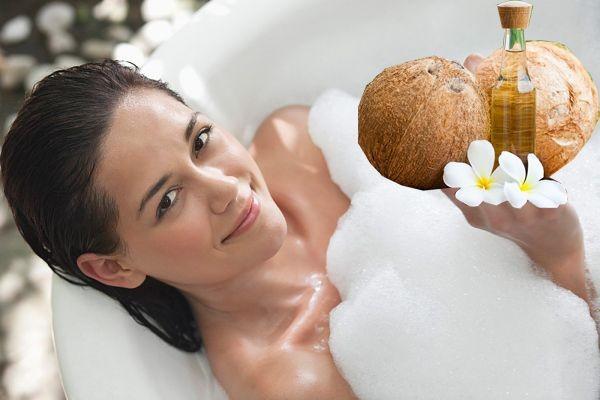 Sử dụng dầu dừa và sữa tắm giúp dưỡng trắng và bảo vệ da - dưỡng da bằng dầu dừa