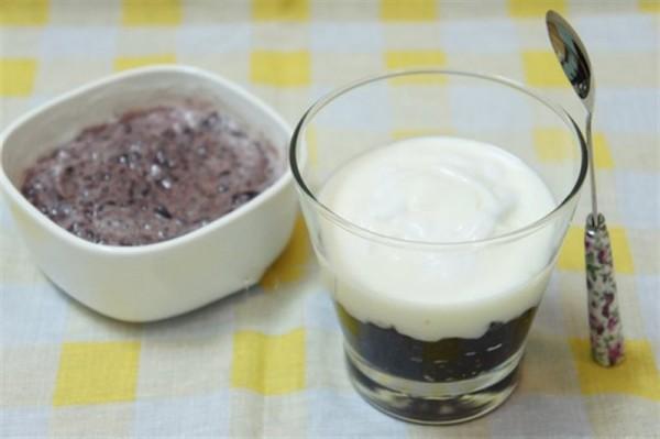 Cách làm sữa chua nếp cẩm đơn giản - cach lam sua chua nep cam