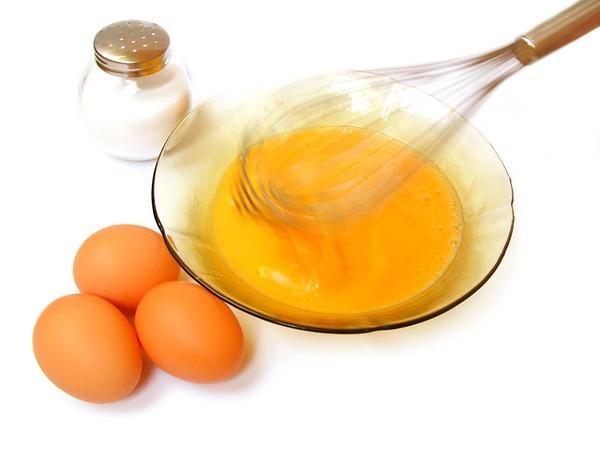 Cách làm trắng da tự nhiên - mặt nạ lòng đỏ trứng gà