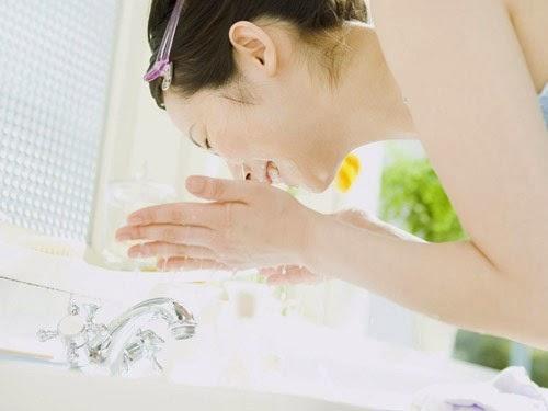 Cách rửa mặt bằng nước vo gạo hiệu quả