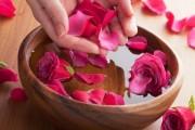 Cách làm nước hoa hồng tinh khiết tại nhà