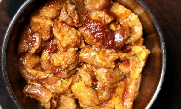 cach lam thit bo kho, cách làm thịt bò kho ngon - ướp thịt bò trong gia vị