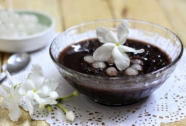 Cách nấu chè đậu đen ngon và đơn giản nhất ngay tạ nhà - cách nấu chè đậu đen nước cốt dừa