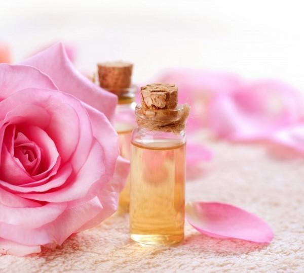 cách sử dụng nước hoa hồng - Dùng nước hoa hồng thường xuyên giúp làn da chị em phụ nữ sáng và hồng hào hơn!
