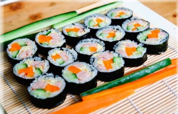món ngon mỗi ngày dễ làm: Cách làm kimbap cuộn rong biển Hàn Quốc tại nhà