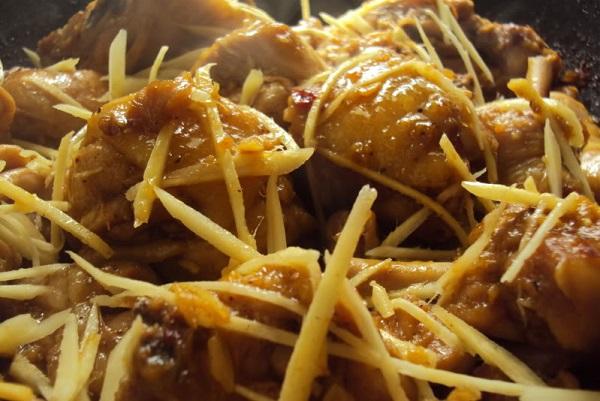 ga kho gung - Thưởng thức gà kho gừng với cơm nóng