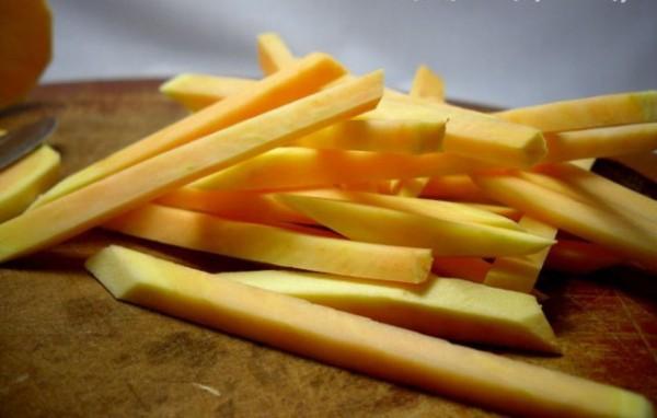 Cách làm khoai lang chiên, bước đầu tiên là chọn khoai lang vàng - khoai lang chien
