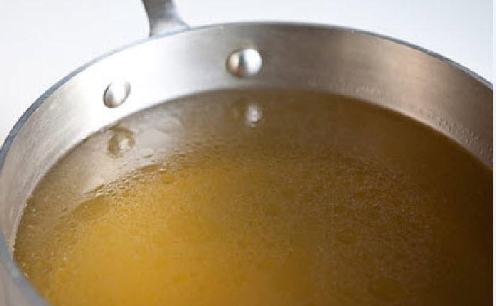 Nước dùng gà sau khi vớt hết nguyên liệu gia vị - cach nau pho ga