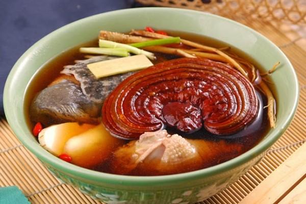 tác dụng của nấm linh chi - Hầm nấm linh chi làm canh ăn rất bổ dưỡng