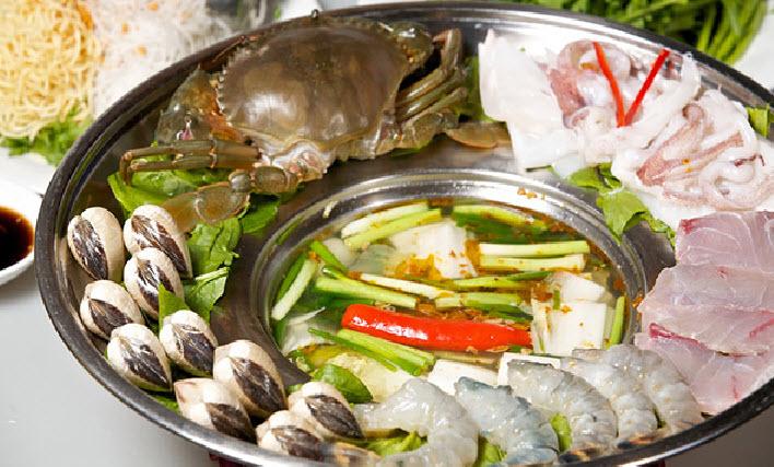 Nguyên liệu làm mì hải sản sau khi sơ chế, hải sản có thể thay đổi theo sở thích