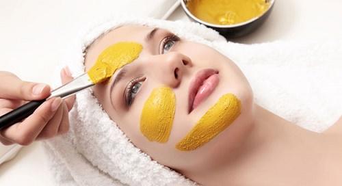 công dụng của bột nghệ - Đắp mặt nạ chứa tinh bột nghệ giúp làn da khỏe mạnh, sáng hồng hơn