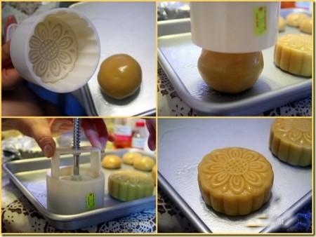 Cách làm bánh nướng trung thu - Cho phần bột vào khuôn bánh trung thu