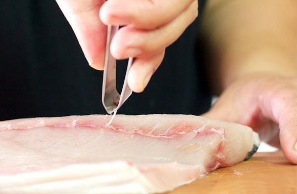 Cách chữa hóc xương cá bằng cách dùng kẹp y tế - Cách trị hóc xương cá