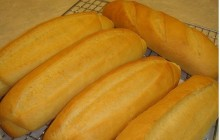 Cách làm bánh mì và nước sốt bánh mì tại nhà