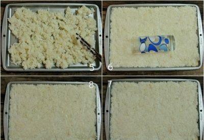 Cách làm cơm cháy - Cho cơm vừa nấu chín vào khay