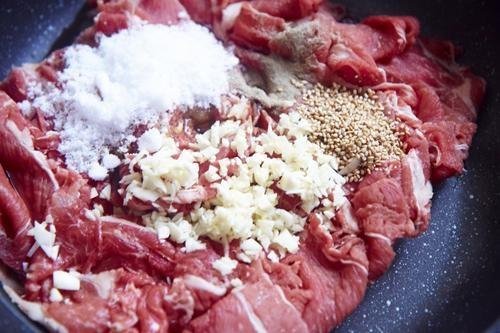 Cách làm xá xíu ngon tuyệt - Thực hiện ướp thịt