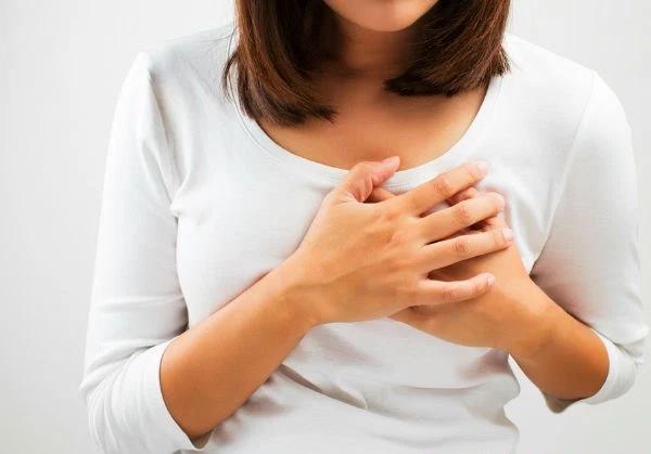 Dấu hiệu mang thai tuần đầu: Sự thay đổi kích cỡ bầu ngực, ngực to lên, có biểu hiện căng tức