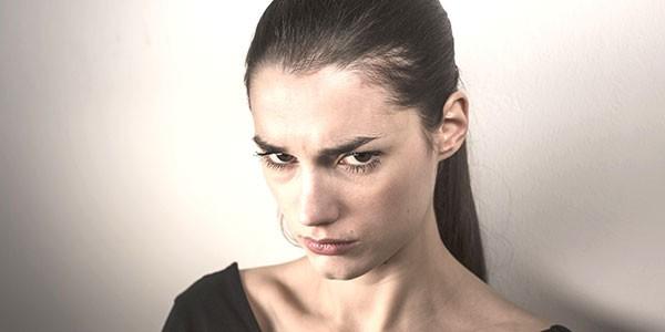 Dấu hiệu mang thai tuần đầu: Mẹ dễ trở nên cáu giận, mất kiểm soát tâm trạng