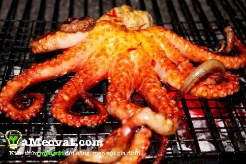 Cách làm bạch tuộc nướng muối ớt - Tiến hành nướng bạch tuộc