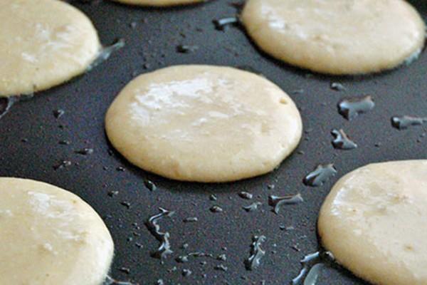 Thực hiện nướng bánh - cách làm bánh pancake