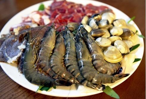 Cách nấu lẩu thập cẩm - Các loại hải sản ăn chung với lẩu