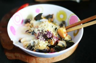 Cách nấu ốc chuối - Thực hiện ướp thịt ốc