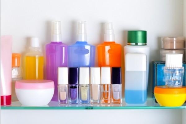 Xịt khoáng nằm trong nhóm mỹ phẩm, sản phẩm chăm sóc da dạng lỏng - nước xịt khoáng