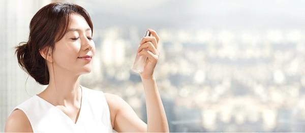 Xịt khoáng là dung dịch dưỡng da không thể thiếu của chị em - tác dụng của xịt khoáng