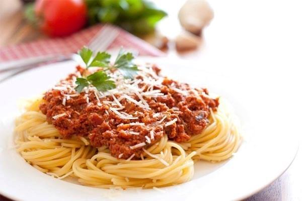 Cách làm mì spaghetti cà chua bò băm cực dễ - cách làm spaghetti
