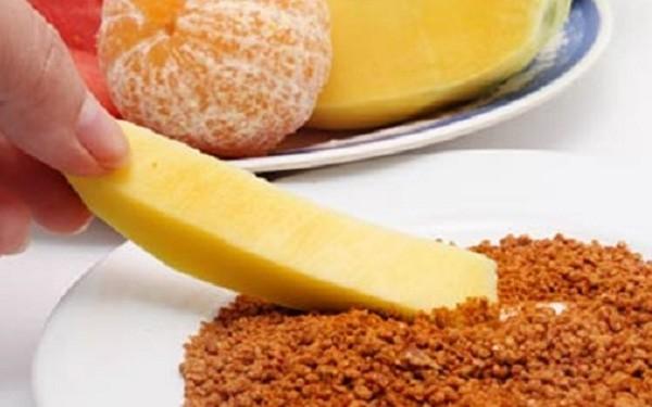 Muối tôm đặc biệt thích hợp để chấm hoa quả, đặc biệt là quả chua - cách làm muối tôm