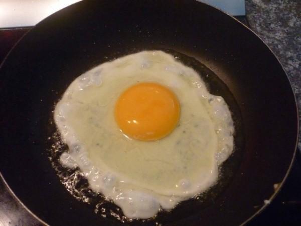Làm trứng theo kiểu ốp la - cách làm mỳ ý ngon