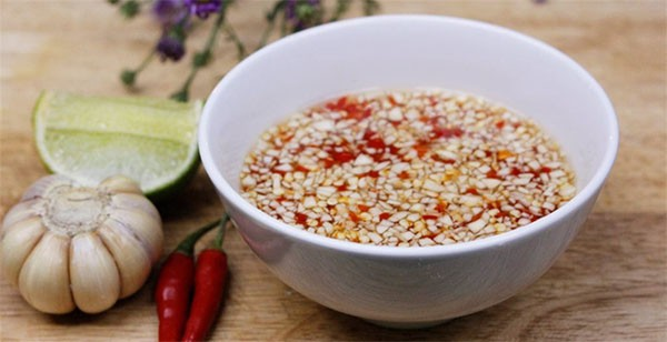 Cách làm nước mắm tỏi ớt chấm chuẩn vị - cách làm nước mắm chua ngọt