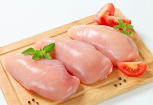 Ức gà là phần ngon nhất dùng để làm salad - cách làm salad