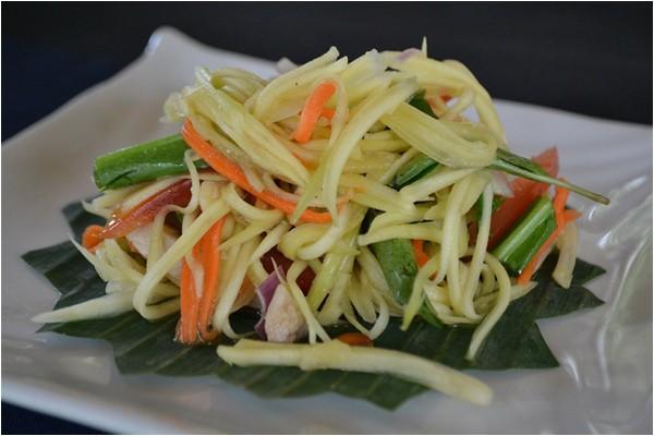 Cách làm salad gà với xoài xanh giòn ngon - cách làm salad trộn