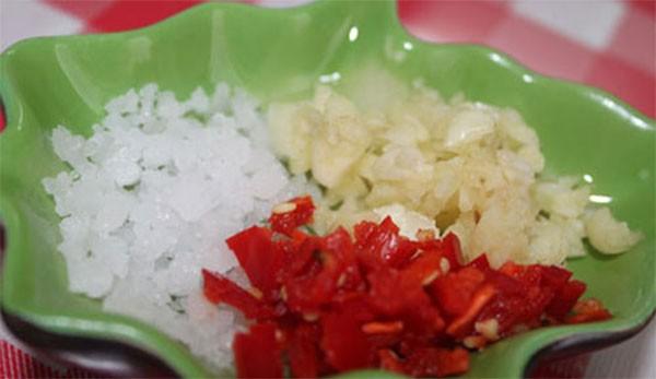 Chuẩn bị nguyên liệu làm muối ớt - cách làm tôm nướng muối ớt