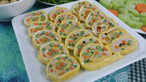Trứng cuộn rau củ sau khi hoàn thiện - cach lam trung cuon