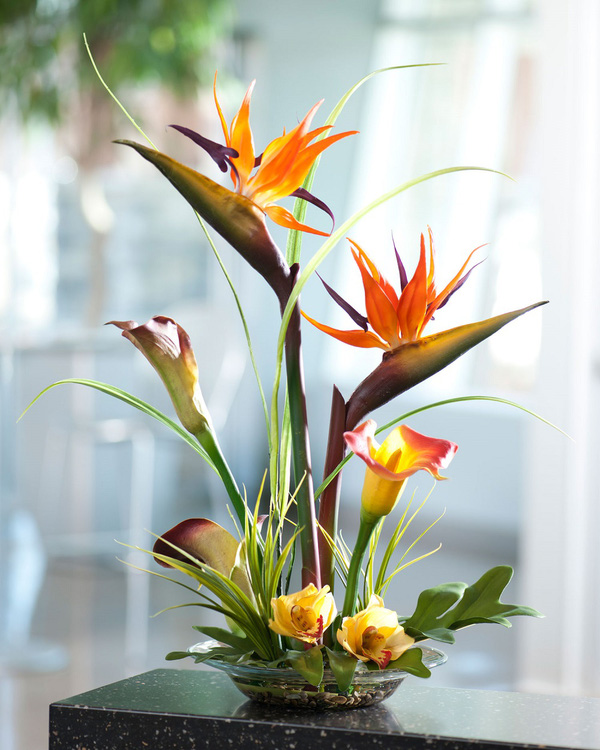 Bình hoa thiên điểu cắm theo phong cách hiện đại - cach cam hoa de ban