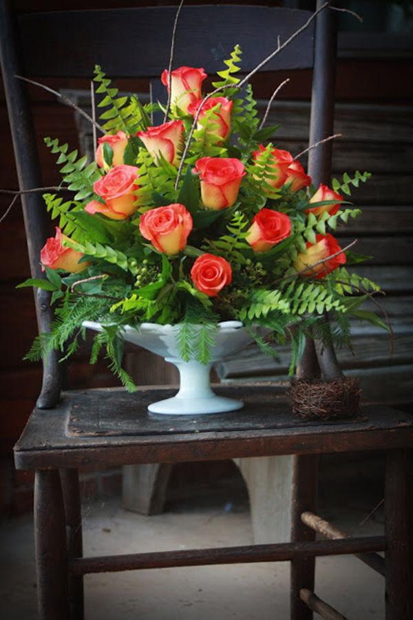 Bình hoa hồng hình chóp để bàn - cách cắm hoa hồng để bàn ngày cưới