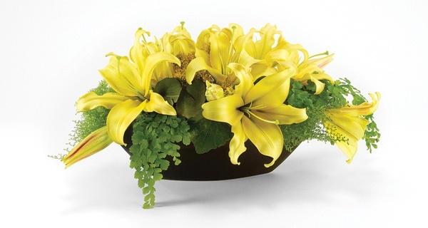 Thuyền/đĩa hoa ly để bàn - cách cắm hoa ly ngày tết