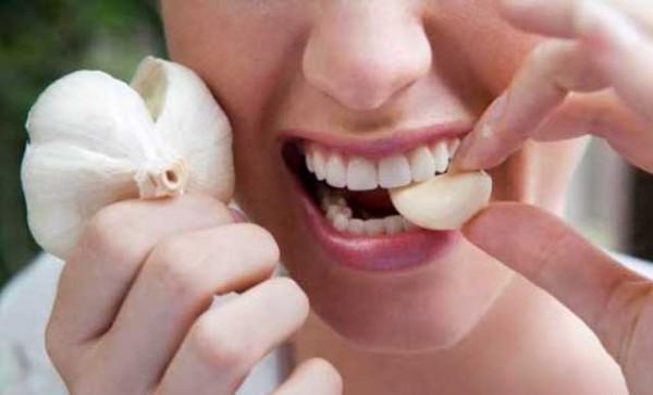 Chữa sâu răng nhờ tỏi và muối - cách chữa sâu răng tại nhà