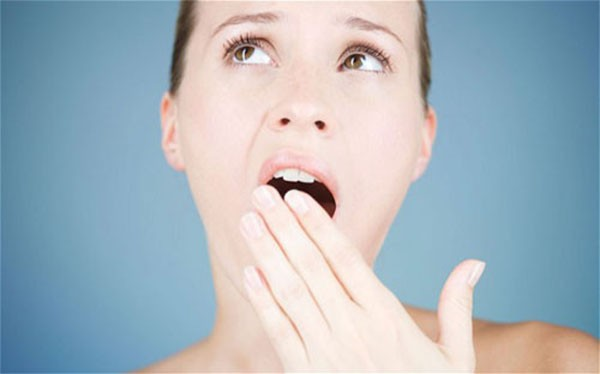 Ngáp cũng là một trong những mẹo chữa ù tai - cách chữa bệnh ù tai