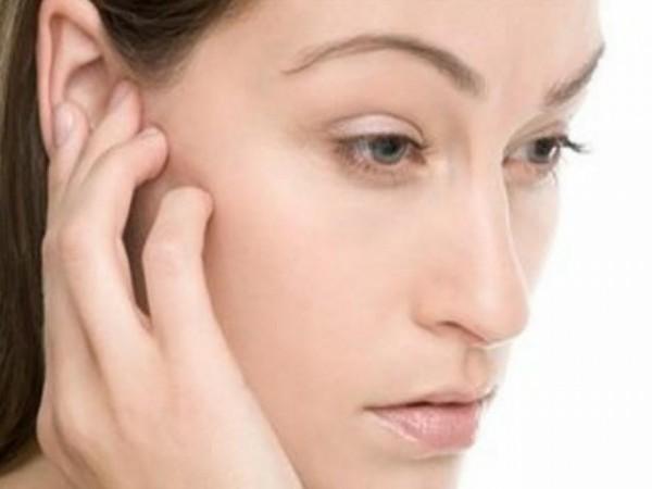 Trị ù tai bằng cách masage nhẹ vào tai - cách chữa ù tai - ù tai là bệnh gì