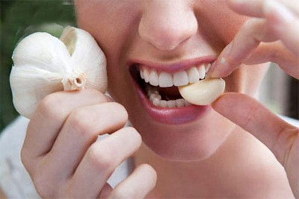 Chữa viêm họng nhờ tỏi - cách chữa viêm họng hạt dứt điểm