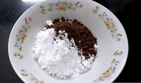 Trộn bột làm trân châu - cách làm trà sữa trân châu