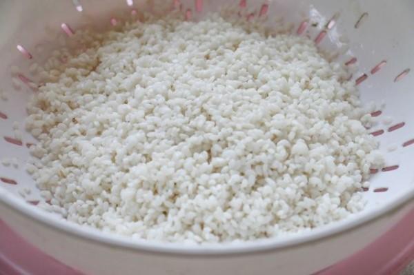 Vo sạch gạo nếp - cach nau xoi lac