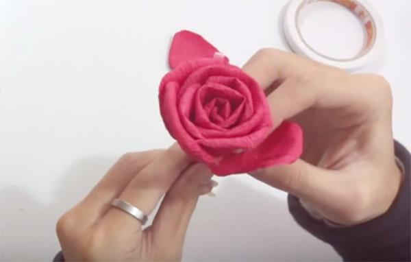 Ghép các cánh hoa - làm hoa bằng giấy